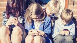 adolescentes con teléfonos móviles
